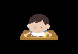 勉強中に力尽きた男の子